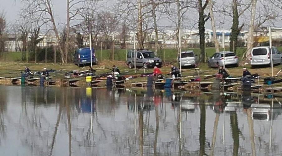 Il sorteggio per le coppie della pesca al colpo lago in vista del campionato provinciale 2018